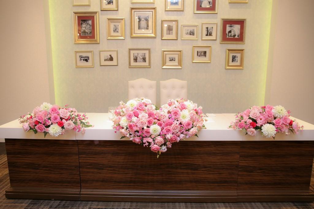 ピンクのお花で出来たハートのメインフラワー♡