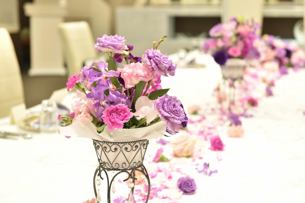 パープルとピンクの花びらが沢山散りばめられていてかわいい♡