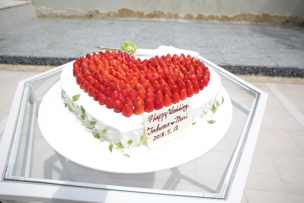 赤い♡のウェディングケーキ♡
