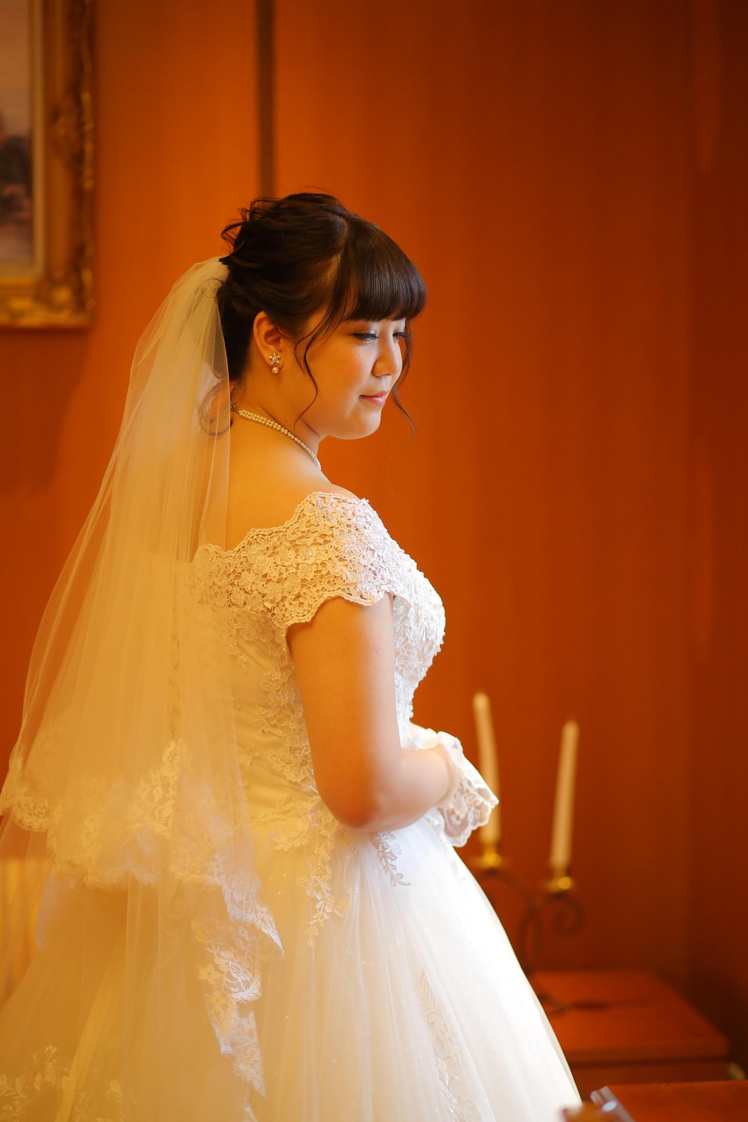 レースのオフショルダーは花嫁様らしくてとってもすてき♡