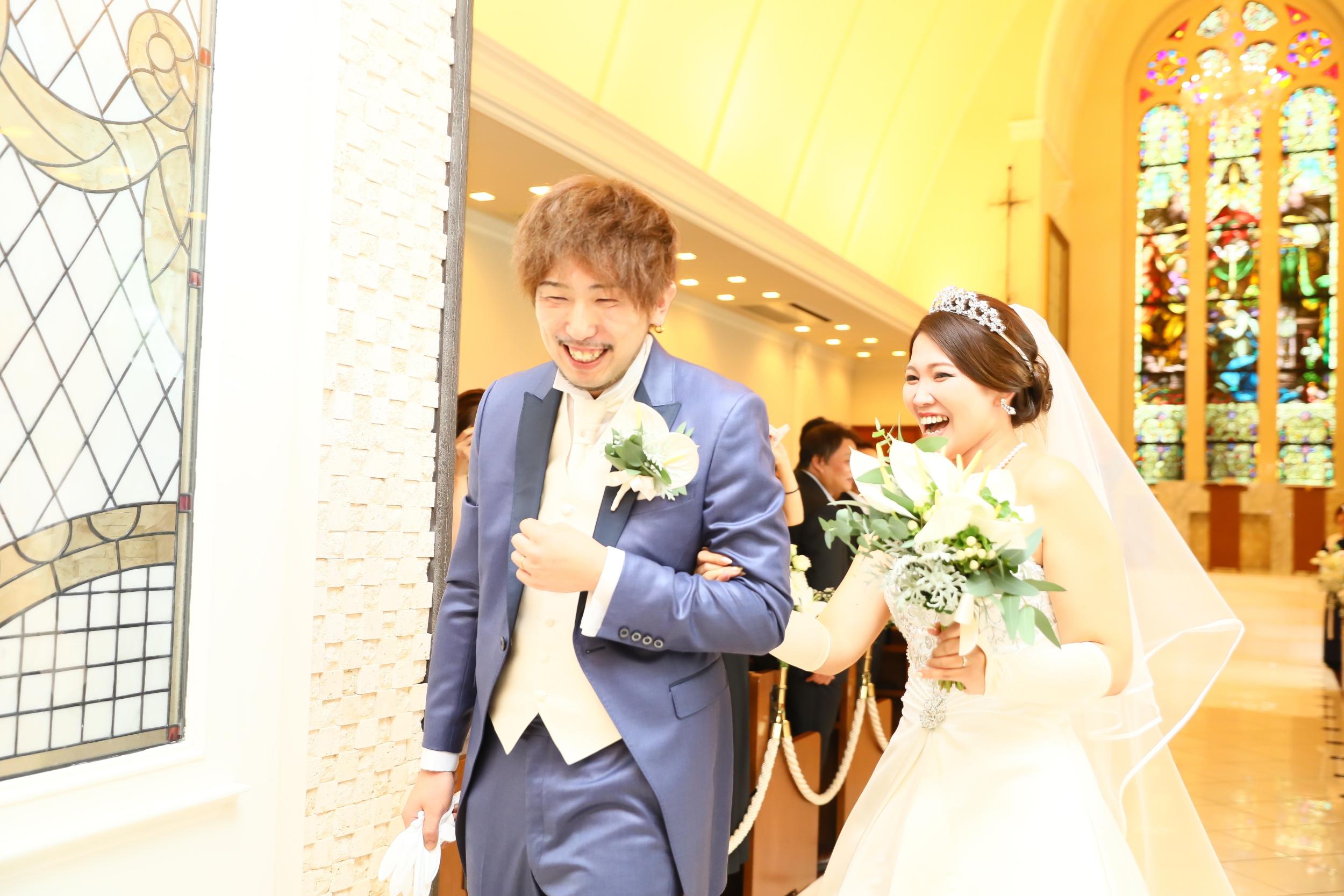 こんなにも笑顔で幸せそうなお二人♪マリエールの挙式では感動と幸せをい一緒に感じて頂くことができます♪
