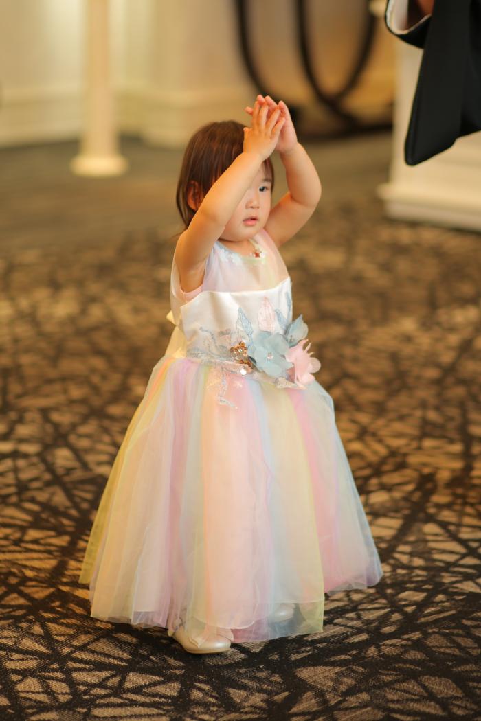 虹色のドレスにお色直し♪