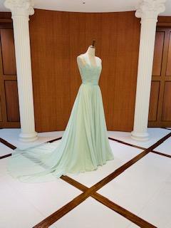 淡いグリーンのカラードレスもすべてシルクです♪